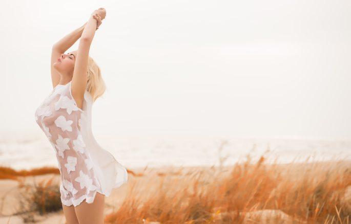beautiful-girl-carefree-dawn-1020049